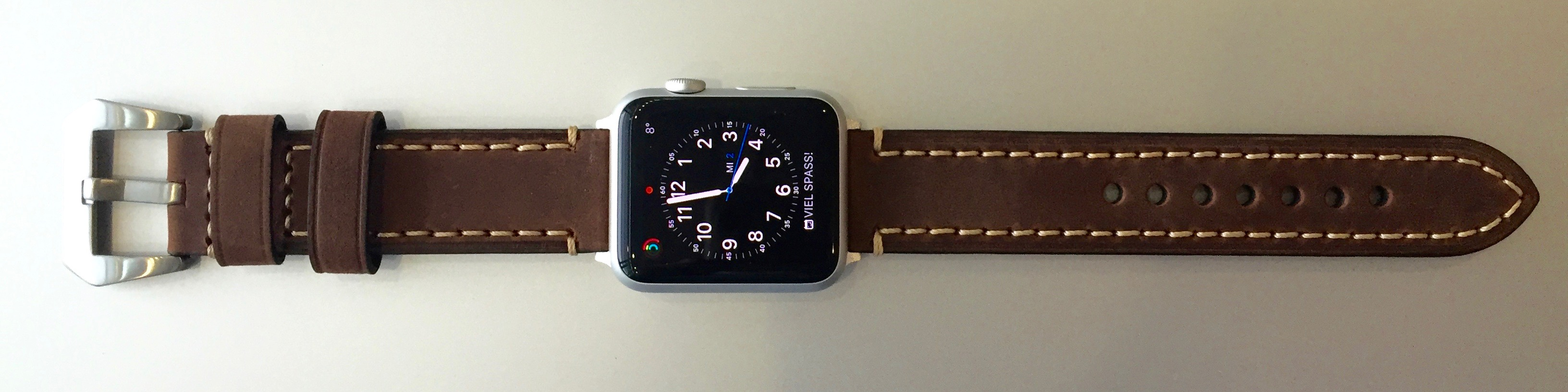 Normale Armbänder an der Apple Watch
